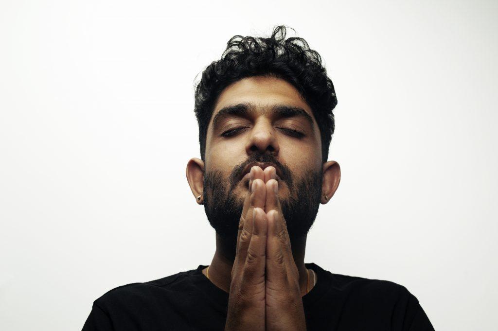 Sid Sriram Praying